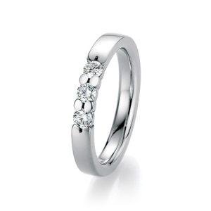 Silberner Ring mit drei Steinen