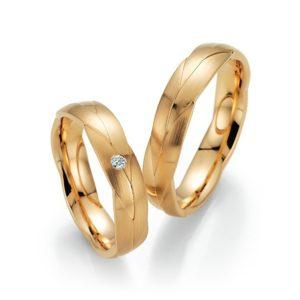 Goldene, geflochtene Ringe