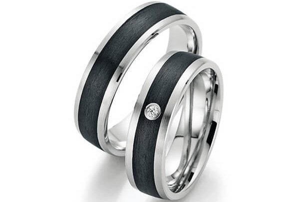 Silberne Eheringe mit Carbon