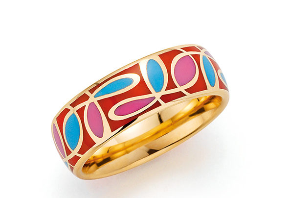 Goldener Ring mit rotem Muster